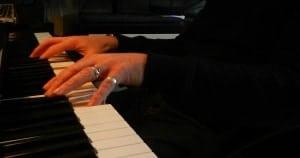 mains-1-300x158 Bienvenue dans mon univers musical